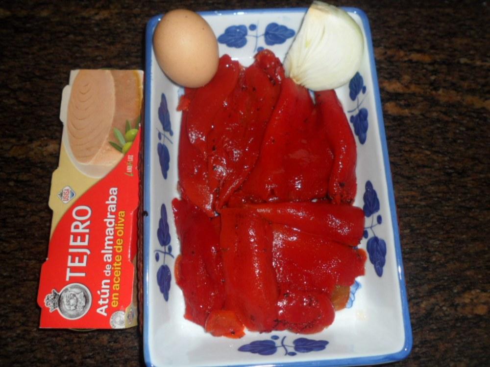 Ensalada de pimientos asados con atún y huevo duro (2/4)