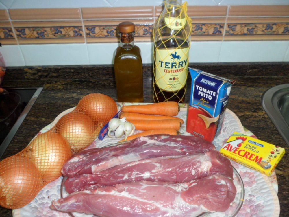 Solomillos de cerdo en salsa de cebollas y zanahorias (2/6)