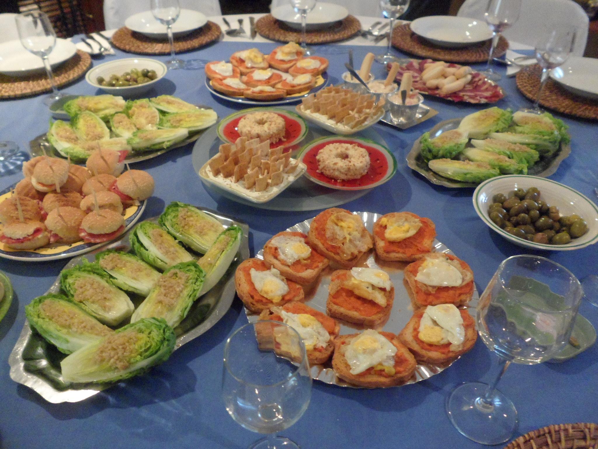 Entrantes varios las recetas de lola for Menu para comida familiar