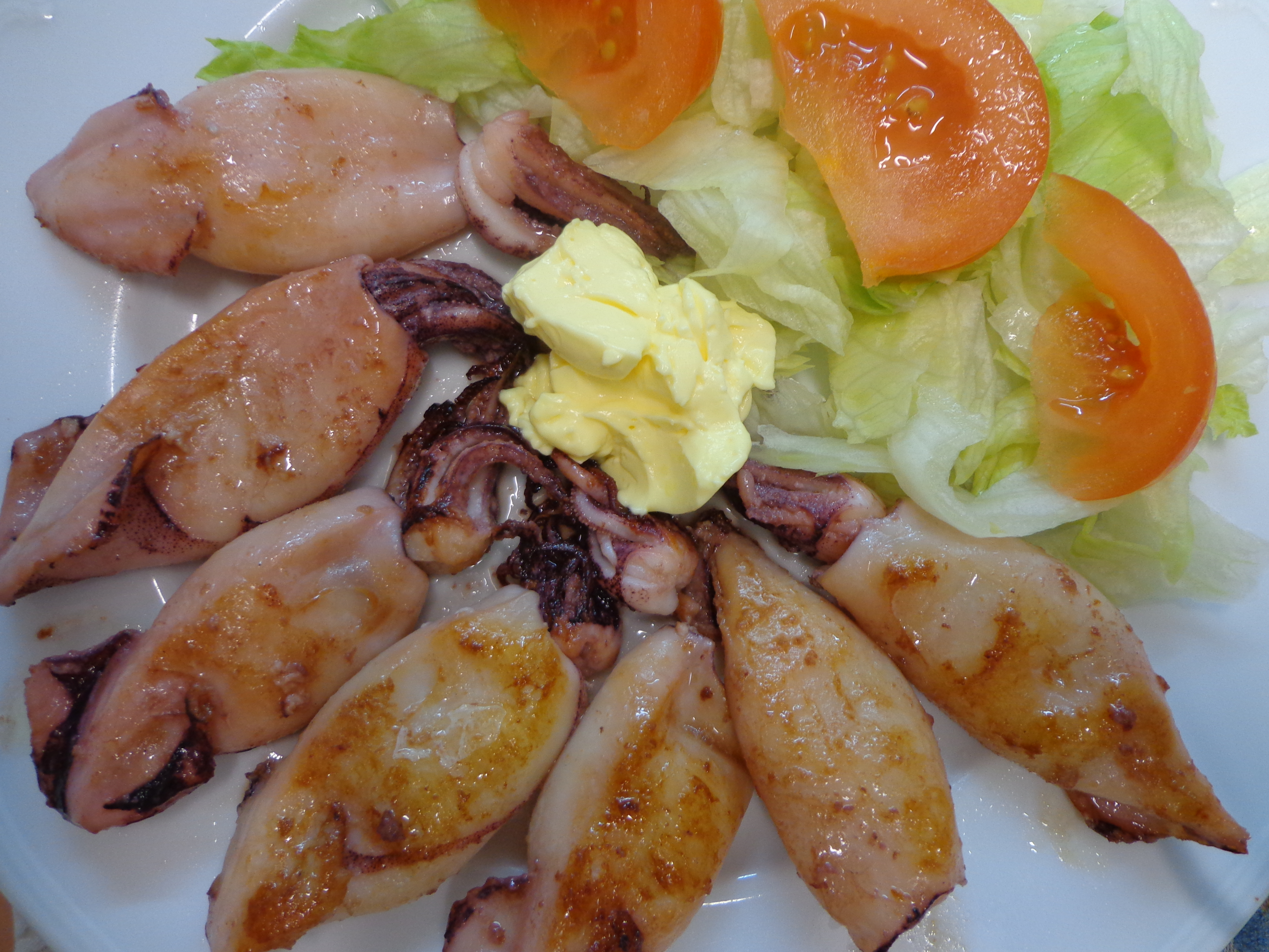 Calamares a la plancha las recetas de lola for Cocinar calamares pequenos